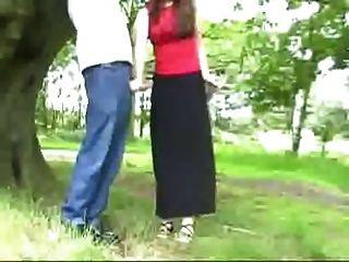 handjob atado a un árbol cfnm