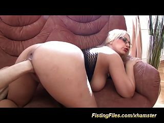 busty babes primer extremo fisting coño