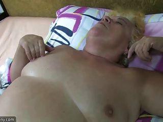 la abuelita gorda del bbw tiene sexo con gordito maduro y la correa en duro