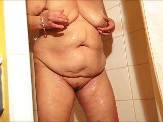 brenda en la ducha