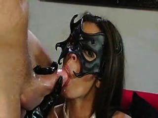 amor tímido con máscara facialized