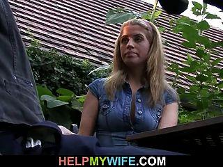 viejo marido lo mira folla a su esposa caliente