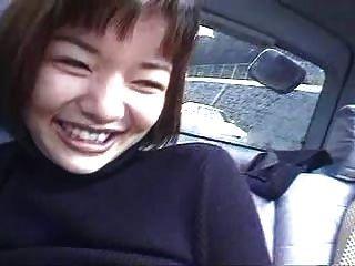 dos chicas japonesas en un coche