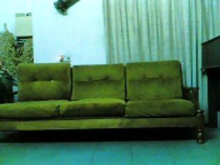 indonesia indo chick golpeado en el sofá