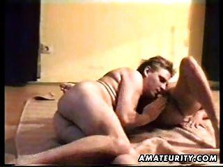 mujer amateur madura chupa y folla con corrida en el culo