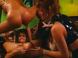 5 mujeres en un bar