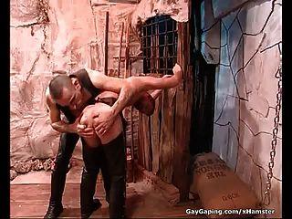 dos gays fetiche en cuero masturban y follan sus culos