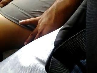 piernas muy sexy toque en el autobús