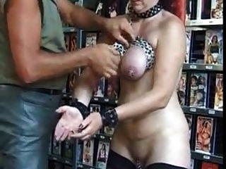 image Soy esclava madura perforada con piercings genitales pesados bdsm