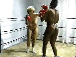 retro interracial desnudo boxeo