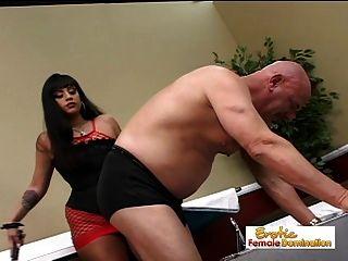 sexy mistress ice la fox domina el conserje del hospital