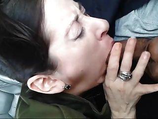 chick sucking extraños dick en el coche