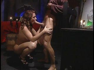 caliente chick se extiende sus piernas para una gran polla