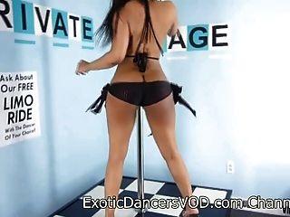 sexy blasian bailarina exótica tiras de fuego desnudo