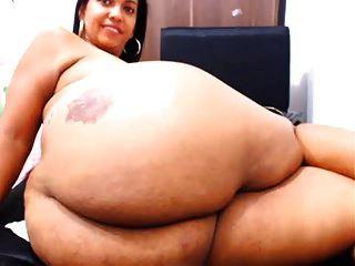 mostrando su culo en la webcam
