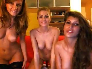 tres mejores amigos dildoing 2