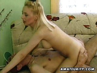 hot blond amateur milf chupa y folla con cum en tetas