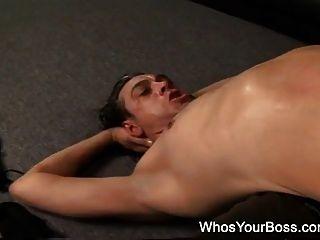dos femdoms calientes castigar a un tipo sumiso