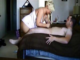 engañando a la esposa madura rubia folla