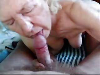 abuela mayor mamando pene a abuelo