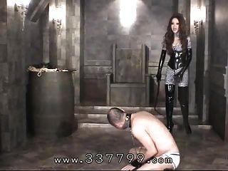 japanese femdom kira golpea cuerpo de esclavos con un látigo