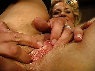 beate dumas une mature se sienta enculer devant son mari