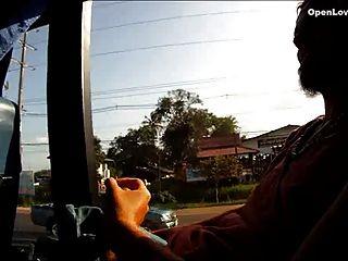 mamada pública en un autobús