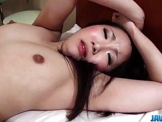 yuu sakura morena modelo goza polla de grasa en su vagina