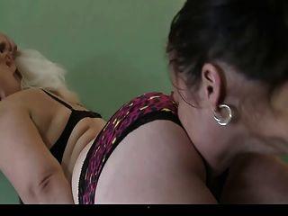 asfixiante esclava lesbiana