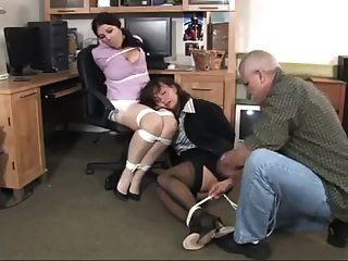 gerente encuentra a su secretaria atada y amordazada