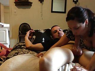 latina le da a su hombre una cabeza (mamada)