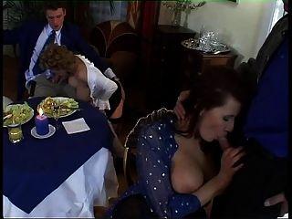 orgía milf europea con tetas grandes y trajes sexy
