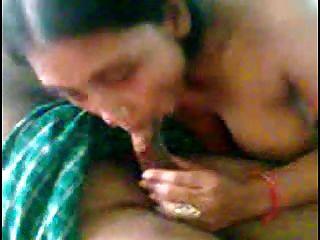 chica india linda sexy con grupo de hombres 2