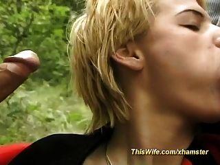 esposa dispuesta en el bosque trío
