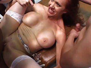 la enfermera grande del tit se gangbanged
