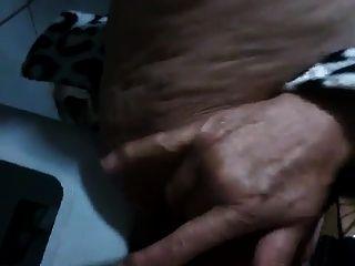 abuelita brasileña chorros con su coño peludo