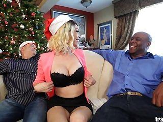navidad cuckold escena con la bella transexual
