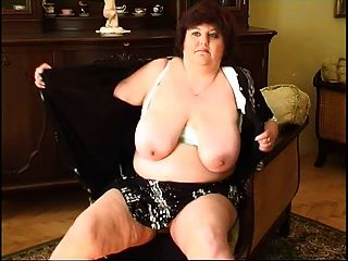 abuelita gorda masturbándose 2