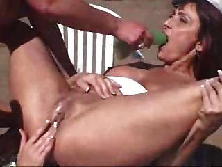 tres lesbianas slutty follando el uno al otro en un parque de caravanas