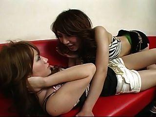 japonés lesbiana 46 club de baile con pantalones cortos