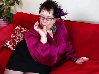 enorme breasted británico maduro bbw jugando todo por ella misma