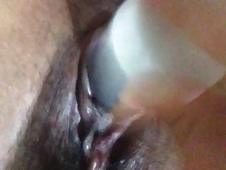 pinay dedos coño y utiliza la crema de dedo de su culo