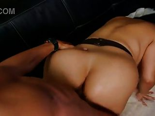 enorme titted milf se folla duro