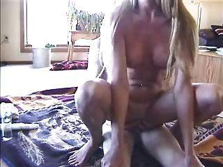 amateur esposa montar a su hombre y jugar con el juguete lostfucker