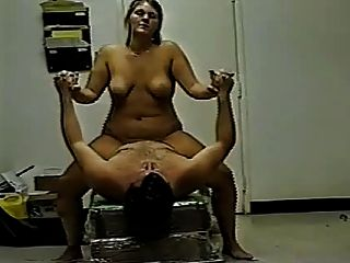 chica linda y gorda disfruta montando su bf