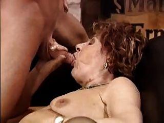 abuelita obtiene stud joven