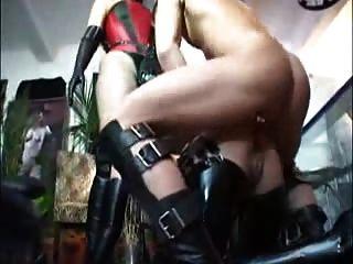 esclavo hecho duro con strapon dmvideos
