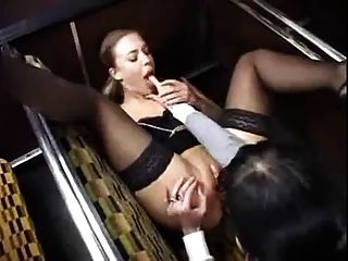 mejor escena lesbiana que he visto en el autobús