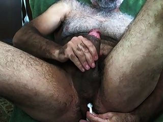 viejo haciendose una paja
