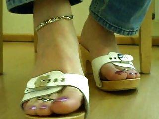 los pies de mi tranny esclavo